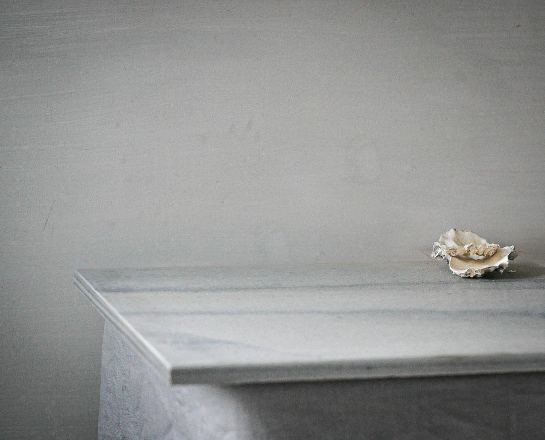 Benkeplate av lys Oppdal skifer i silkebørstet overflate