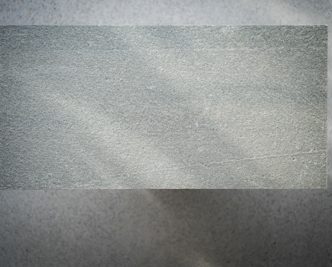 Bilde som viser en flis i Lys Oppdal natur skifer