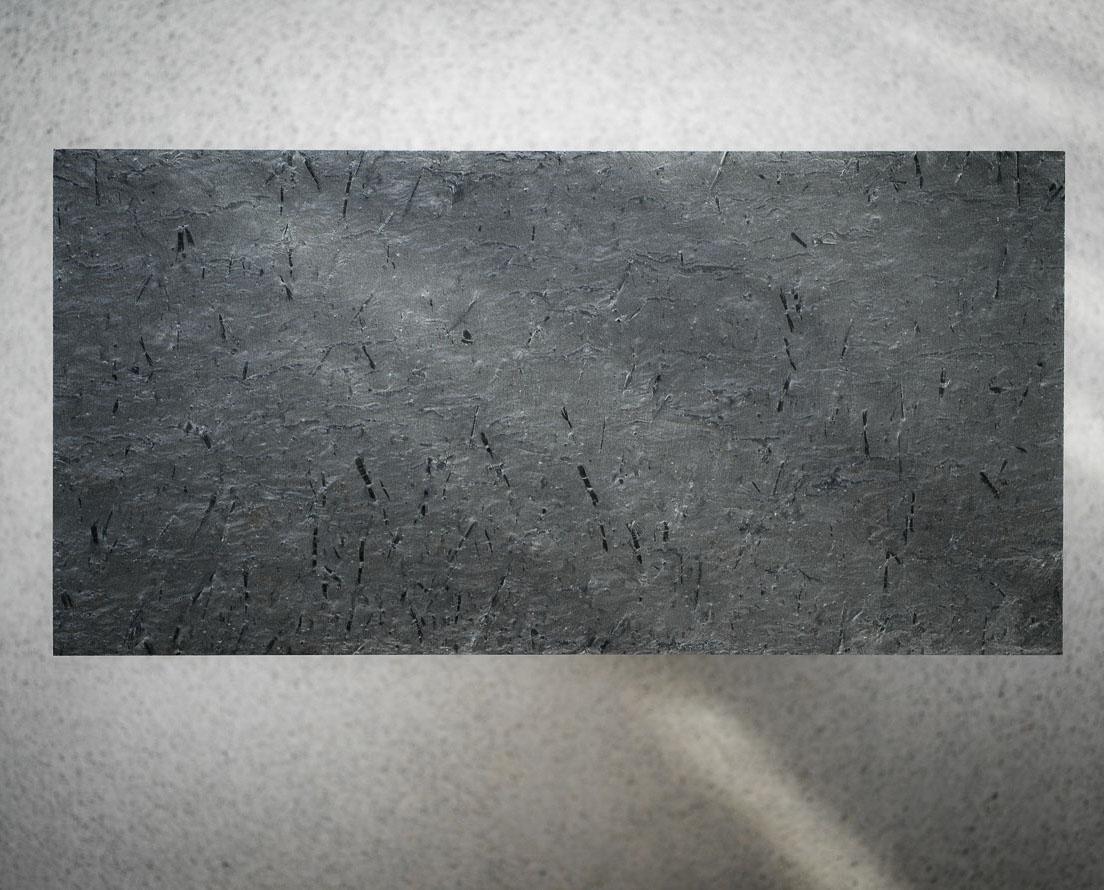 Bilde som viser en flis i Otta slipt skifer