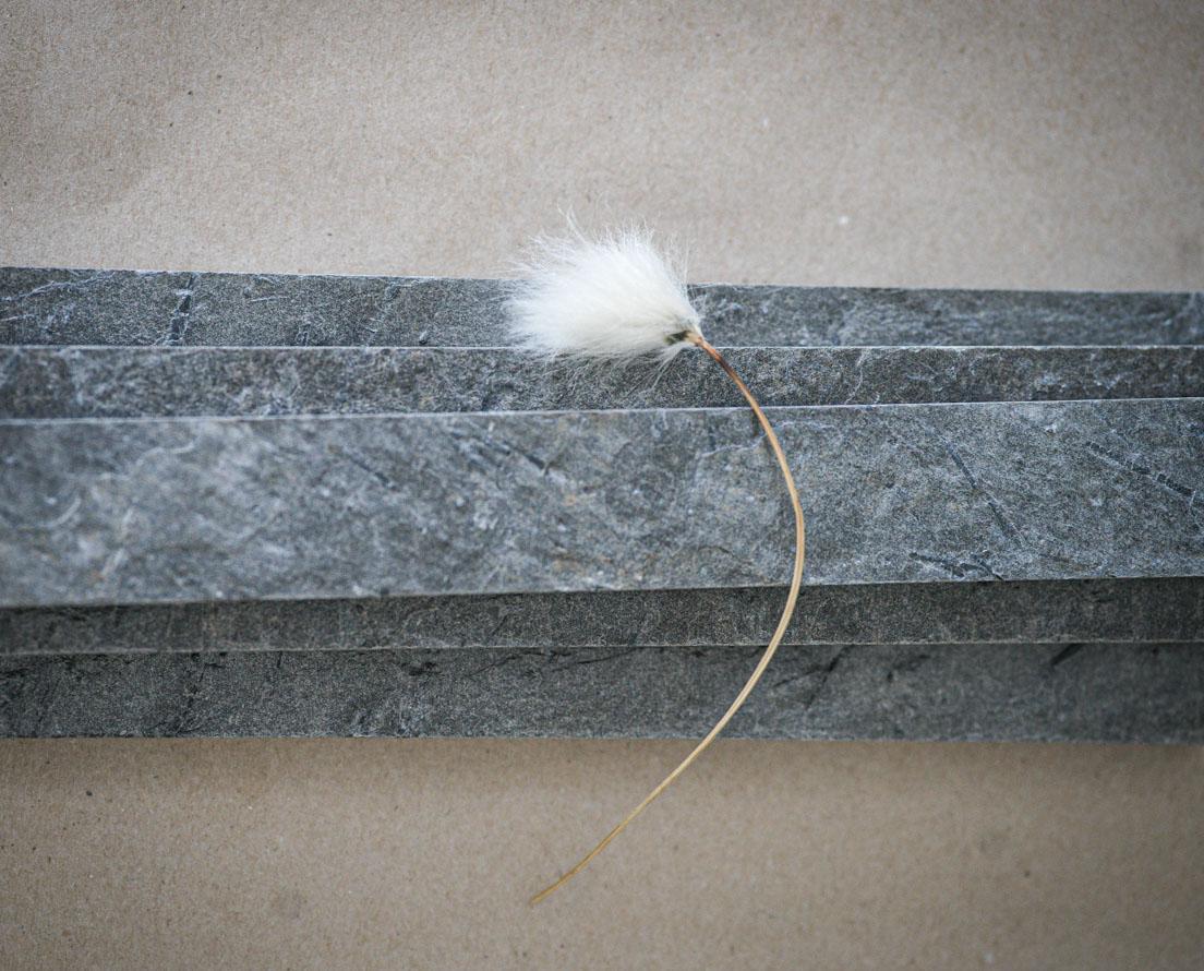 Bilde som viser smaler fliser kalt strips i skifer Otta natur