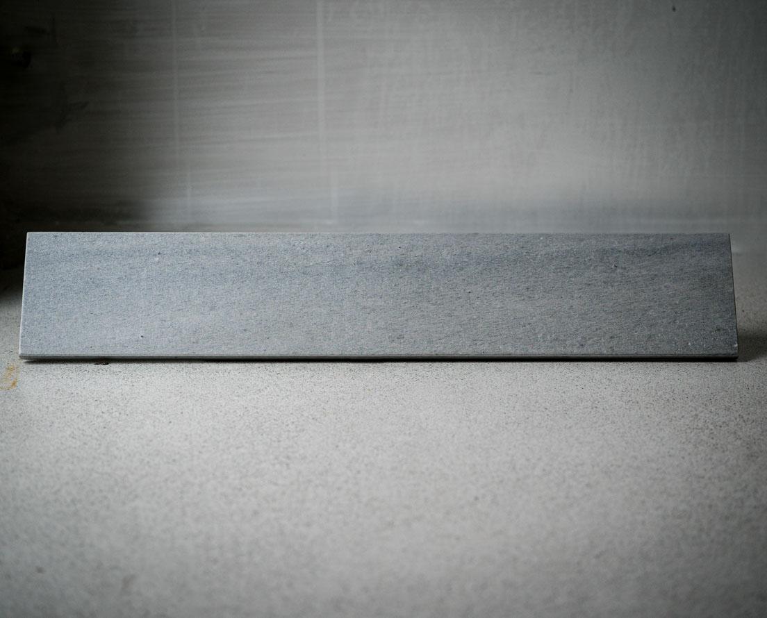 Vindusbrett i lys Oppdal skifer i silkebørset overflate