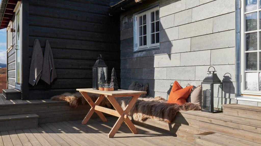 Hytte påbygg kledd i tynne skiferplater som gir en vedlikeholdsfri hytte